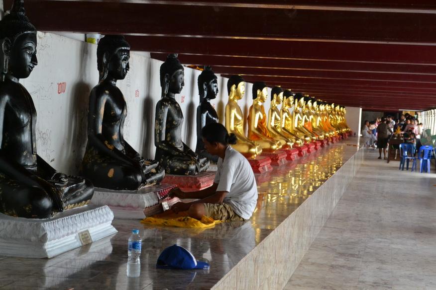 Галерея с Буддами