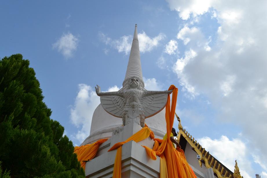 Храм в Накхонситаммарате