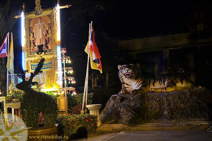 Храм Пещера Тигра ночью