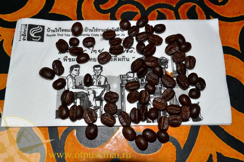 Зерна черного кофе из Таиланда
