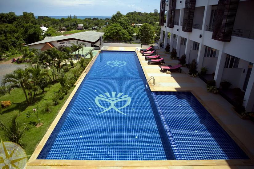 Отель с бассейном на Ко Ланте
