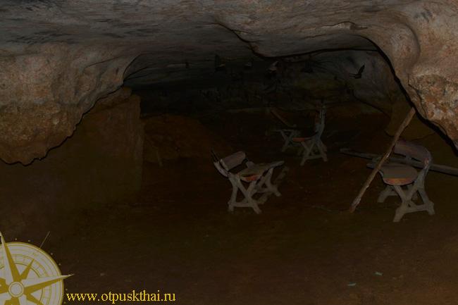 Темная пещера Ват Суван Куха